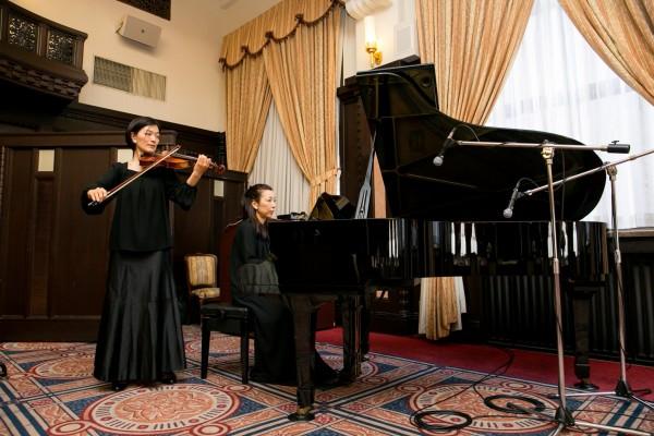 生演奏(ピアノ+バイオリン)